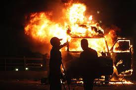 Carro da rede Record durante protestos em munho